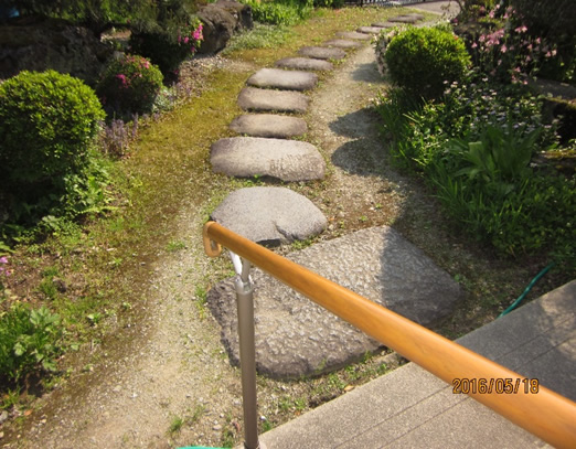 3.滑りの防止、移動の円滑化などのための床材の変更 01